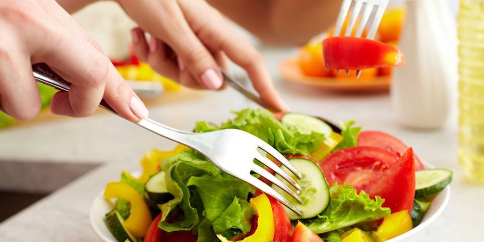 alimentos que ajudam a prevenir o câncer - salada