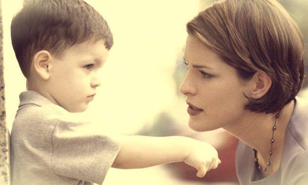 mae-conversando-filho-pequeno-bronca-frases