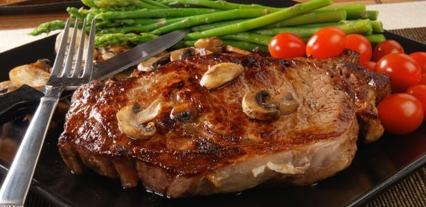 carne vermelha assada