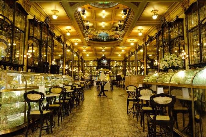 Fundada em 1894, no Rio de Janeiro, a Confeitaria Colombo é dos mais antigos salões de café e chá do Brasil