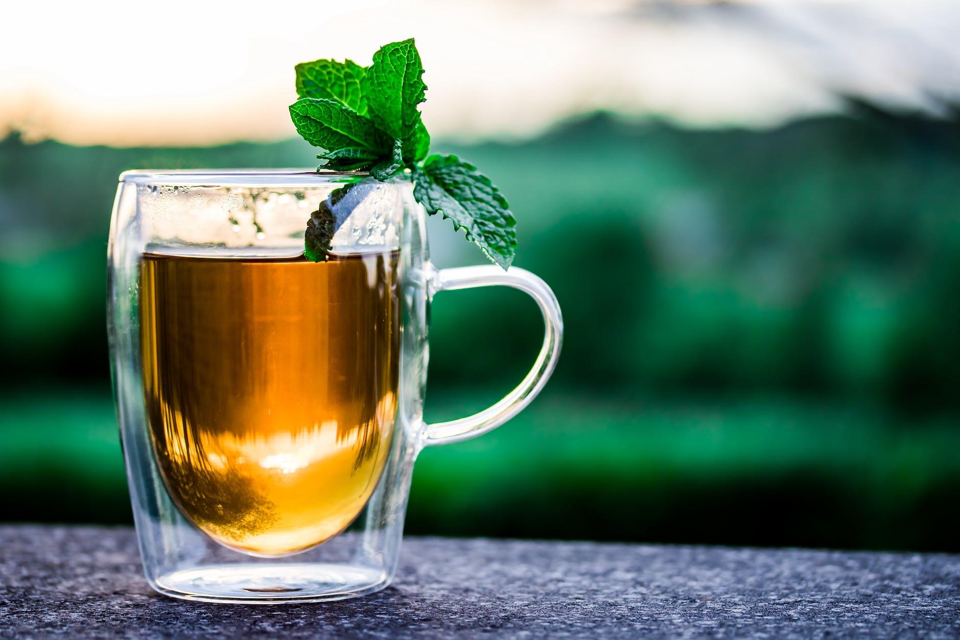 Chá digestivo para a redução de gases e distensão abdominal (Estufamento)