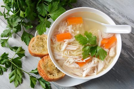 sopas saudáveis - sopa saudável de frango e legumes